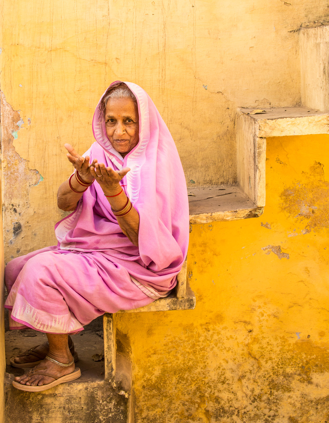 India-Bundi-PinkSari-Yellow-Wall