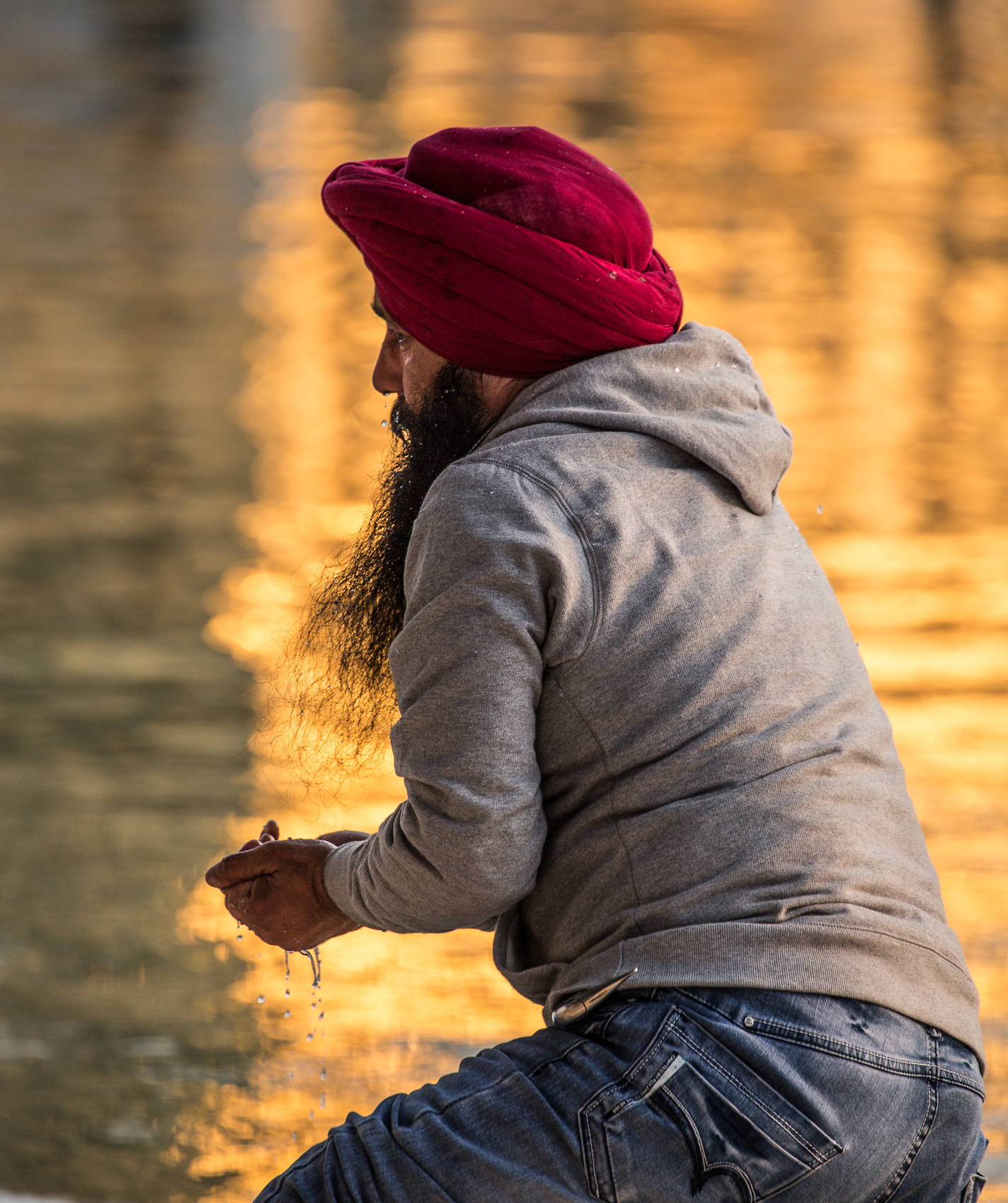 India-Punjab-Amritsar-Golden-Temple-Red-Turban-Reflection